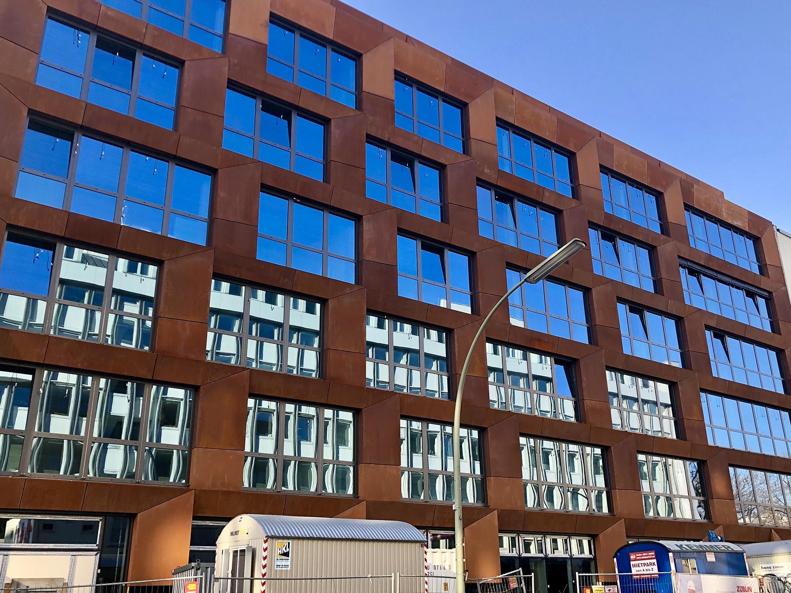 Fertigstellung der Wohnungen im DERFF22QUARTIER und der CoFACTORY als Architektur-Highlight im Lützowviertel